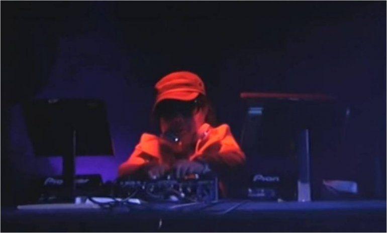 Anciana de 82 años se destaca como DJ