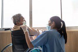 departamento de salud: hay brotes activos de covid-19 en 26 centros de ancianos