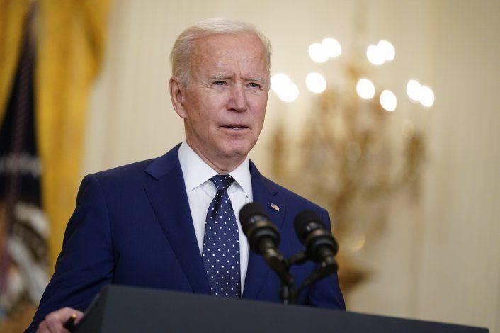 Fuentes AP: Biden irá por reducir emisiones en 50% para 2030