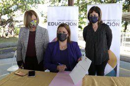 secretaria de educacion firma nuevo reglamento para escuelas montessori