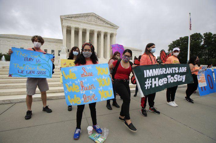 Corte EEUU rechaza anular programa que protege a migrantes