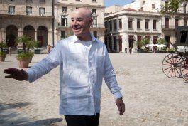 Fotografía de archivo fechada el 30 de octubre de 2015 que muestra al Secretario de Seguridad Nacional del gobierno de Joe Biden, Alejandro Mayorkas, en el centro histórico de La Habana (Cuba). (Roberto Morejón/EFE)