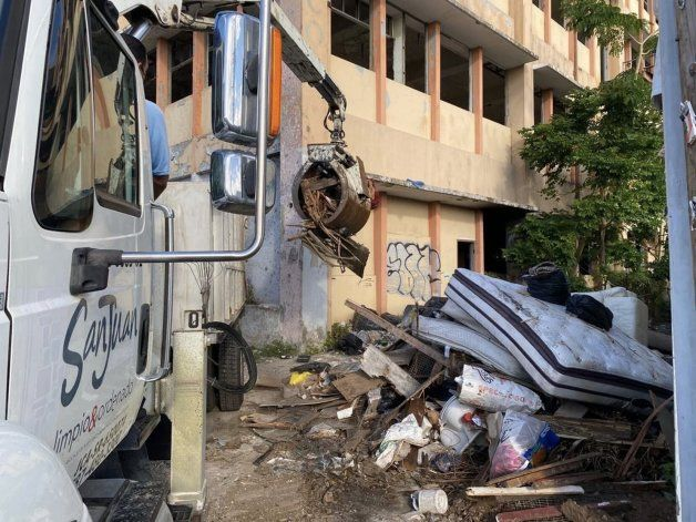Miguel Romero alega que brigadas de San Juan recogieron 154 toneladas de escombros y basuras en su primer día