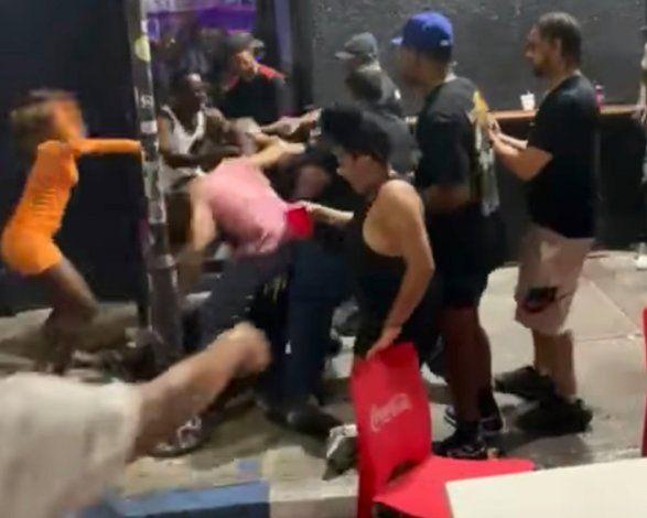 Investigan por qué policías municipales de San Juan no intervinieron en trifulca en la Placita de Santurce