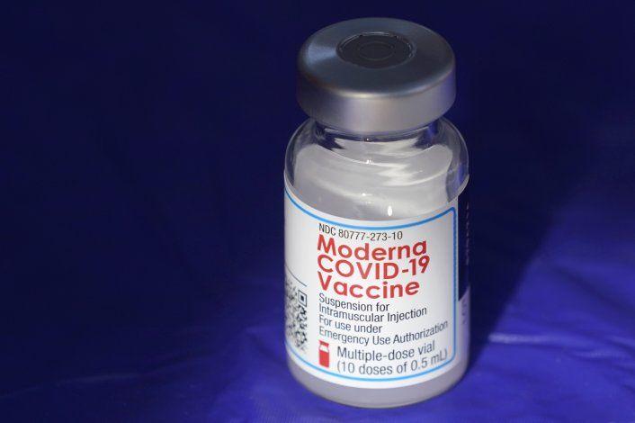 Moderna planea dosis de refuerzo de su vacuna contra COVID