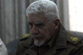 Ramiro Valdés atento a la comparecencia televisiva de Raúl Castro.