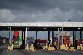 pese a peticion del gobernador, los camioneros continuan en paro