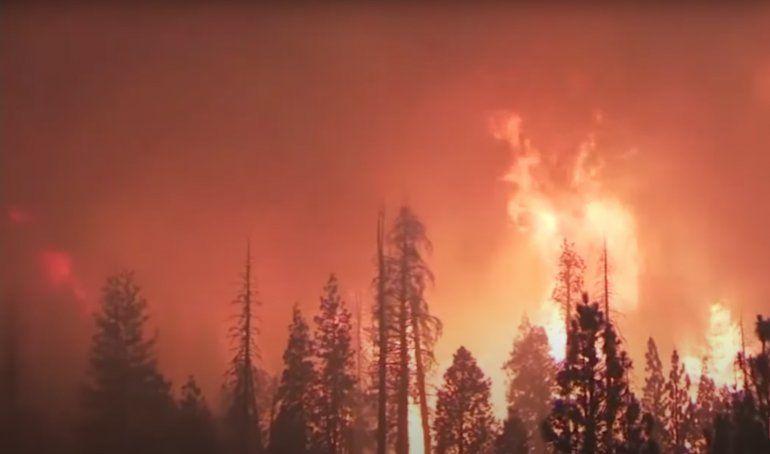 Se intencifican los incendios en California