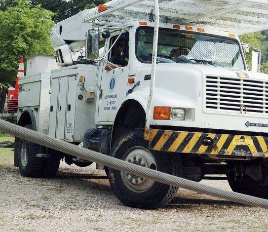Arrestan a tres exempleados unionados que buscaban sacar camiones de antiguas instalaciones de la AEE en Ponce