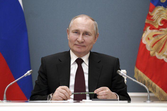 Putin llama a presidente argentino, quien contrajo COVID-19