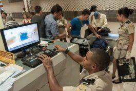 venden a trabajadores delregimenlosarticulos confiscados por la aduana
