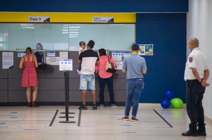 Ciudadanos se expresan satisfechos con la atención en las oficinas comerciales ahora bajo LUMA