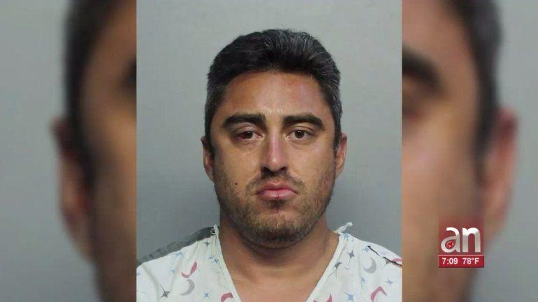 Violento ataque con un machete quedó grabado por las cámaras de seguridad de un motel de Hialeah