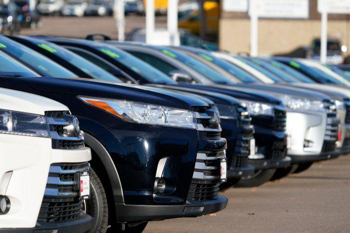 Desaceleran las ventas de autos en junio