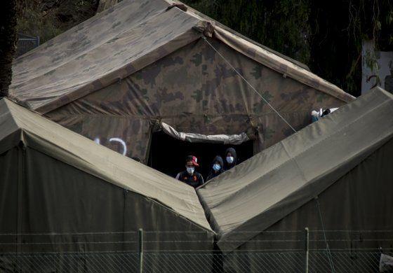 Migrantes que llegan a Canarias irán a barracones y hoteles