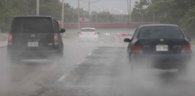 Se espera un día lluvioso ante el paso de una débil onda tropical