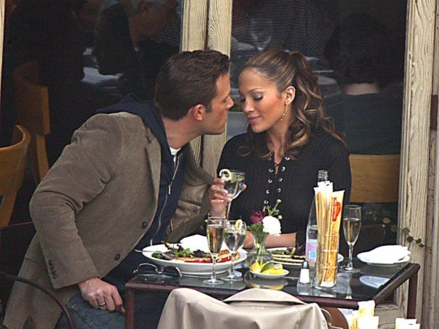 Ben Affleck estaría pensando en volver a comprometerse con Jennifer Lopez. (Archivo)