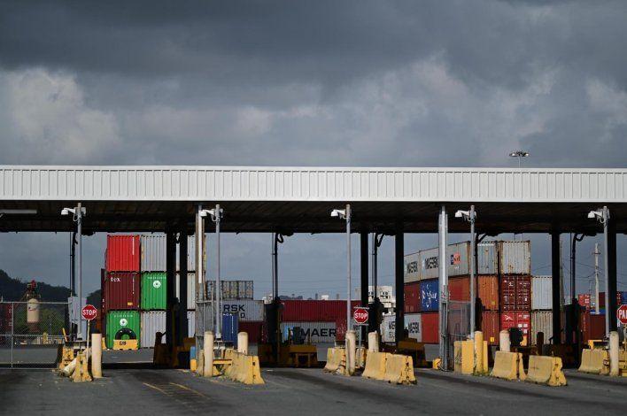 Pese a petición del gobernador, los camioneros continúan en paro