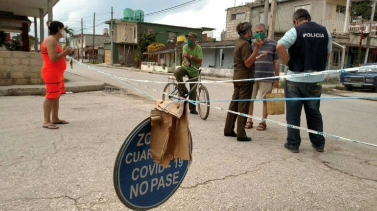 Sin comida y encerrados: la realidad de los cubanos en las zonas con rebrote de coronavirus