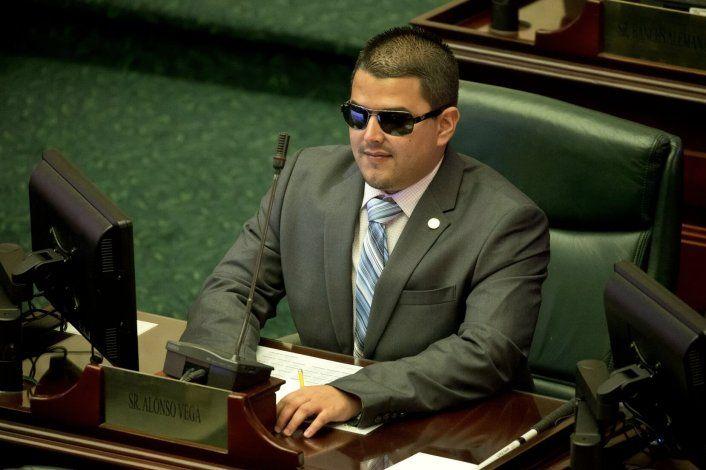 Sin concretarse la salida de Néstor Alonso de la Cámara de Representantes