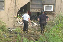 1 muerto despues de que un auto chocara contra un edificio de apartamentos en miami