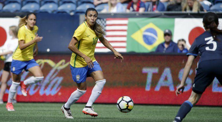 Brasileña Marta se perderá 2 partidos tras contraer COVID-19