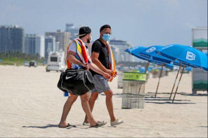 Los casos de COVID-19 en Florida se reducen a la mitad desde el pico del aumento de agosto