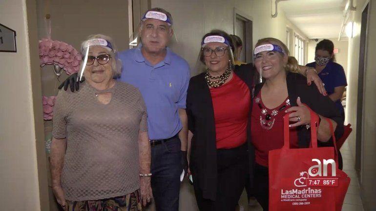 Se entregan más de mil mascarillas a los residentes de la tercera edad en Hialeah