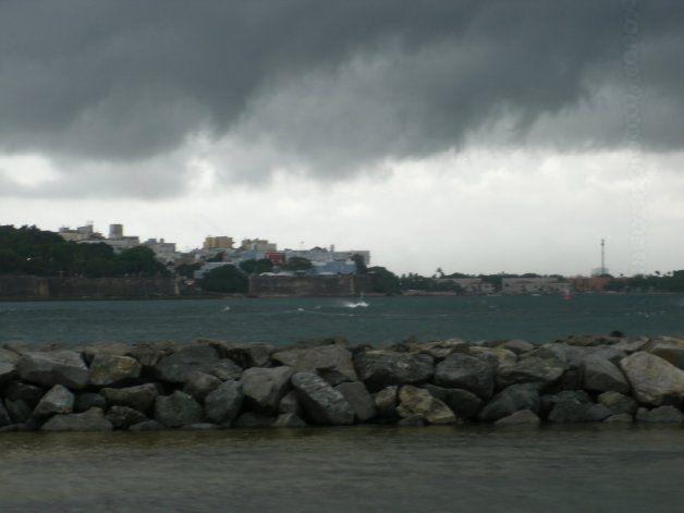 La onda tropical se aleja de la isla