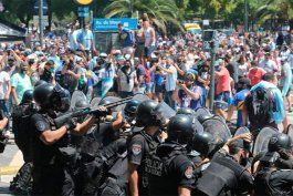 el gobierno argentino denuncia al de buenos aires por la actuacion policial en el velatorio de maradona