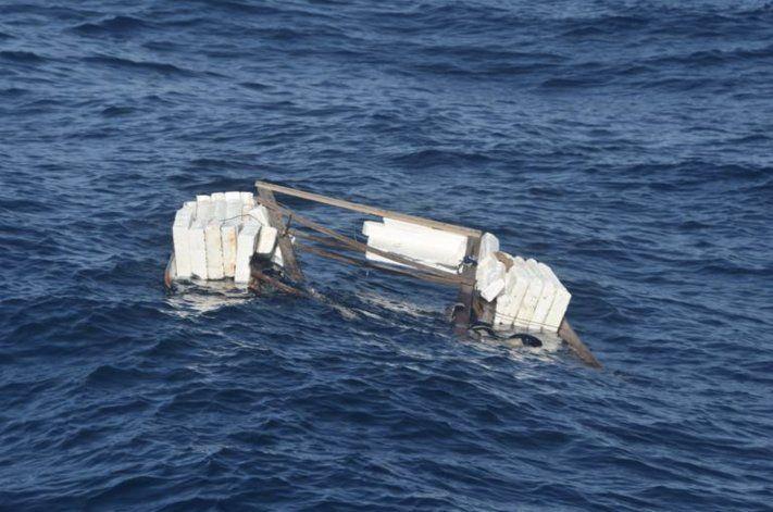 Encuentran el bote vacío en el que viajaban 10 cubanos. La Guardia Costera sigue la búsqueda
